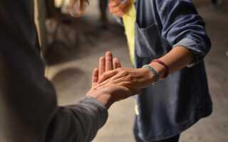 Мужские советы: как отбить девушку у парня, если она его любит