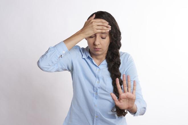 Девушка в состоянии стресса