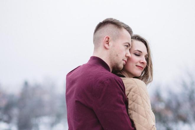 Мужчина с новой девушкой после расставания с бывшей