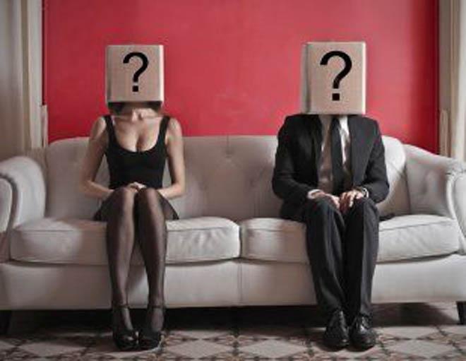 мужчина и женщина с вопросом