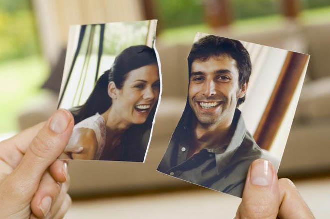разорванное фото пары