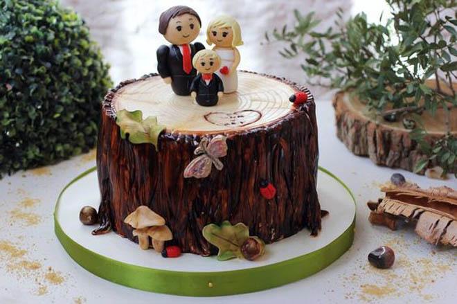торт в виде семьи стоящей на пне