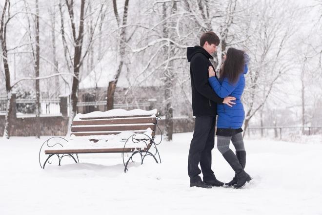 Пара в зимнем парке