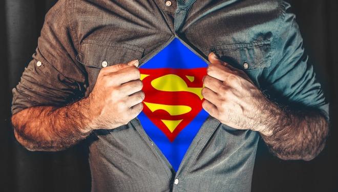 Парень в облике супергероя