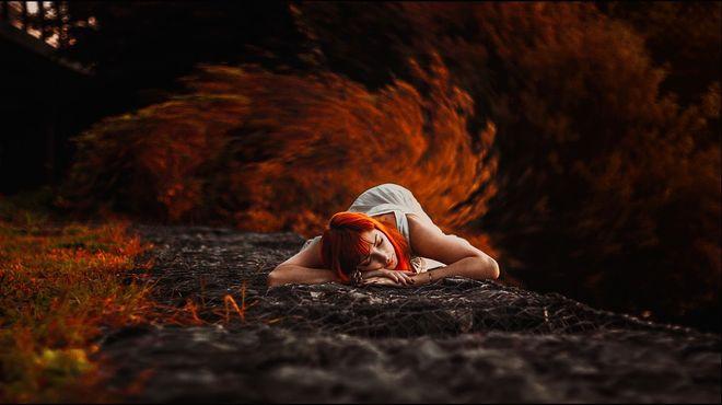 Рыжеволосая женщина