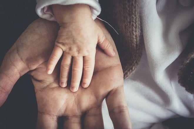 Рука папы и малыша