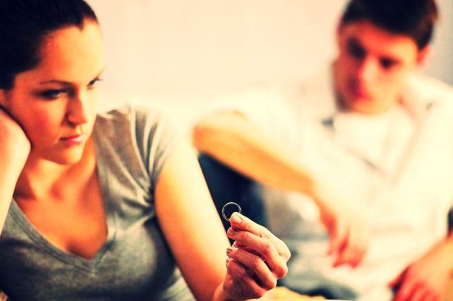 Девушка с кольцом