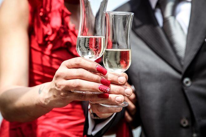 Рюмки с шампанским